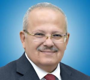رئيس جامعة القاهرة: طرح برنامجين جديدين بكلية الآداب بنظام الساعات المعتمدة في العام الدراسي المقبل