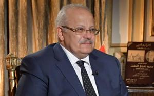 رئيس جامعة القاهرة يستعرض تقريرا حول إنجازات الفريق البحثي لمكافحة فيروس كورونا وخطة عمل الفترة المقبلة