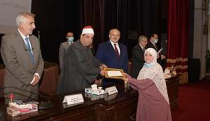 جامعة القاهرة تحتفل بتوزيع جوائز مسابقة