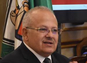 رئيس جامعة القاهرة يناقش تقريرًا حول احتياجات مستشفى الطواريء
