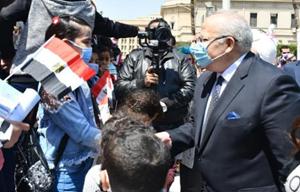 يوم في جامعة القاهرة لإسعاد الأطفال الأيتام
